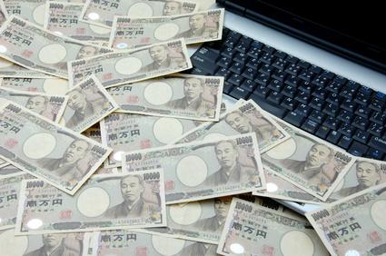 紙幣とパソコン